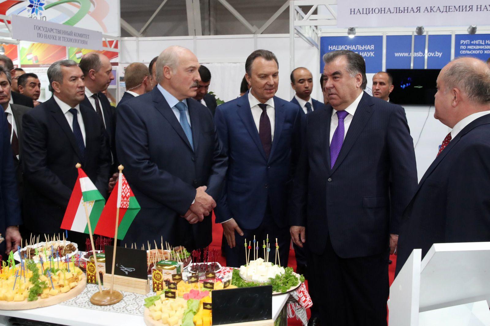 222357,04 Лукашенко и Рахмон посетили Национальную выставку Беларуси в Душанбе