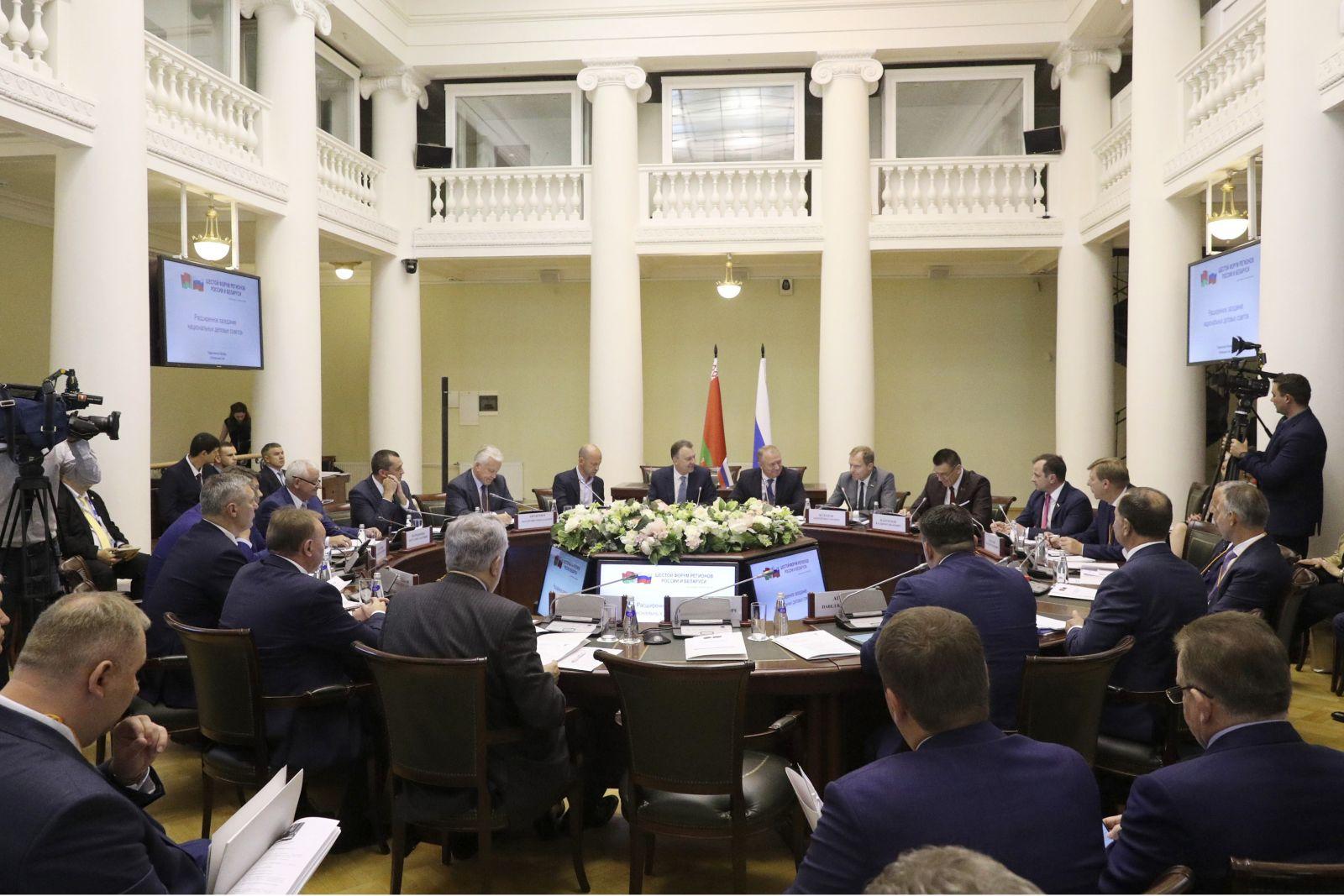 227936,01 Расширенное заседание национальных деловых советов прошло на VI Форуме регионов Беларуси и России
