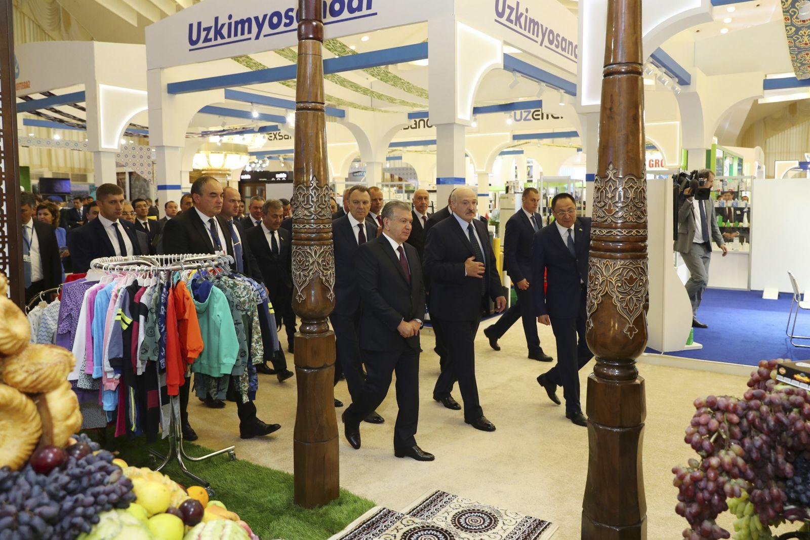228144,02 Лукашенко и Мирзиёев посетили выставку Сделано в Узбекистане